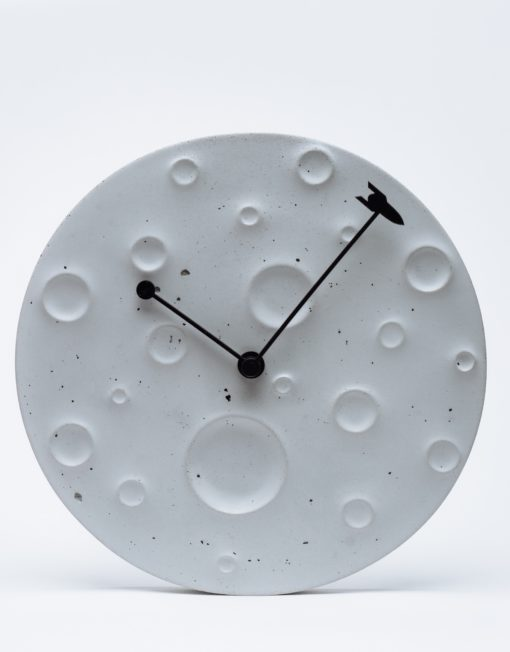 """Wall clock made of concrete in the form of the moon """"Around the Moon in 60 Minutes"""" Active"""
